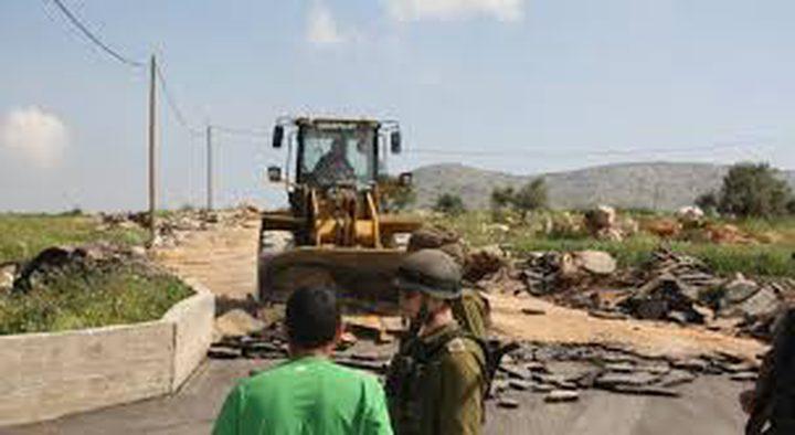 الاحتلال يعتدي على الأراضي الزراعية في قرية الطيرة غرب رام الله