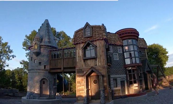 جدان يحققان حلم حفيدتهما بامتلاك قلعة من وحي الخيال