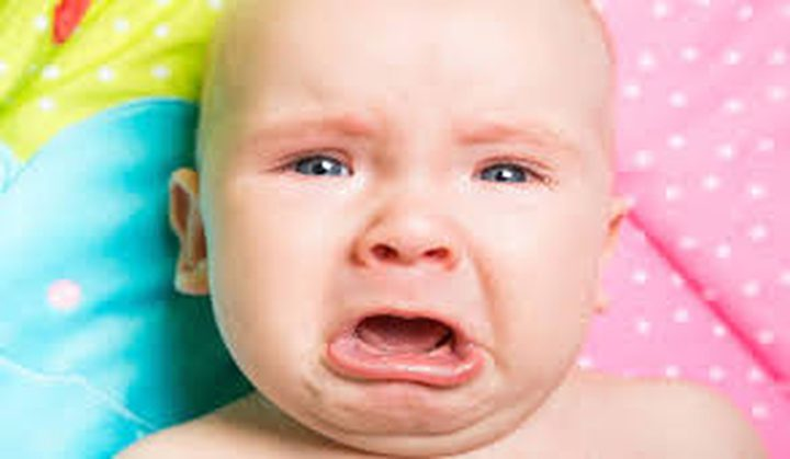 لماذا يبكي الطفل بصورة مستمرة؟