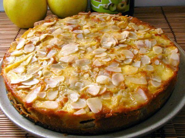 كيك اللوز والتفاح الشهي