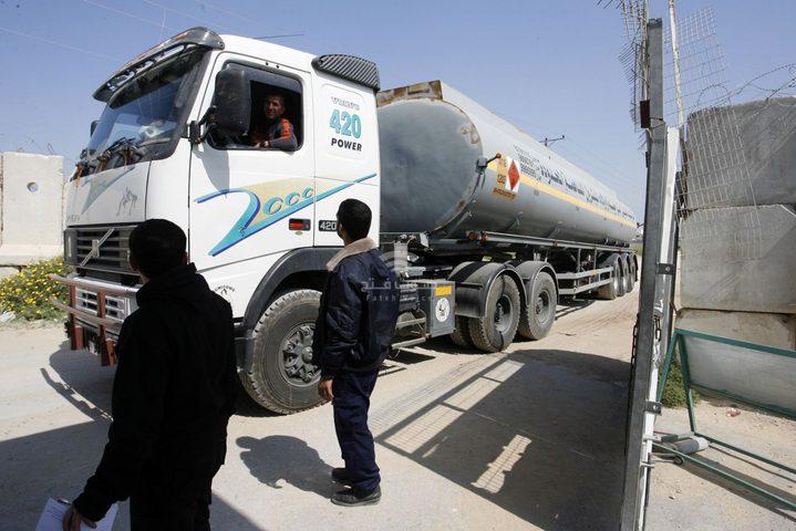 ادخال 6 شاحنات وقود إلى غزة عبر معبر كرم أبو سالم
