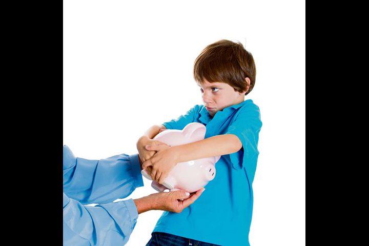 """نصائح للأم للتعامل مع طفلها """"الطماع"""""""