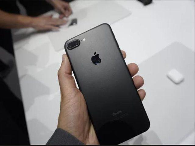 شركة أبل تعتمد سياسة جديدة لإصلاح هواتف آيفون