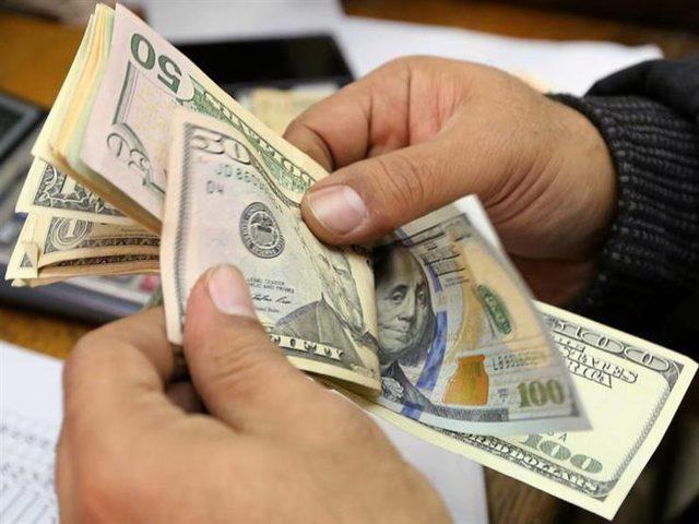 مصر تبدأ بتحديد سعر الدولار الجمركي على أساس يومي
