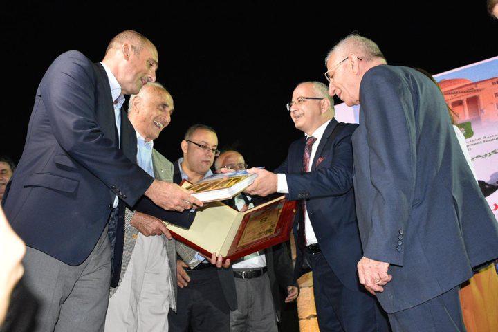 مؤسسة منيب وإنجلا المصري للتنمية تكرم الباحث المقدسي محمد غوشة