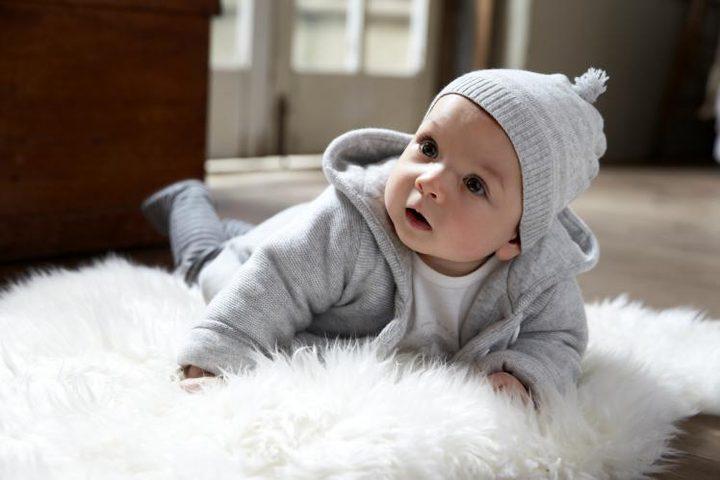 ملابس الطفل تؤثر على حركته ونشاطه