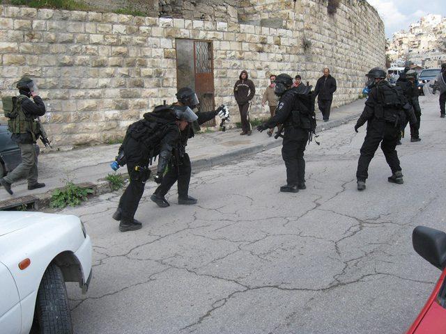 الاحتلال يداهم منازل المواطنين غرب جنين
