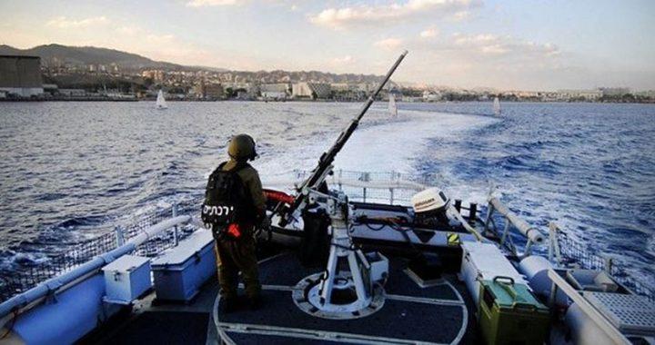 الاحتلال يواصل استهداف الصيادين في بحر غزة