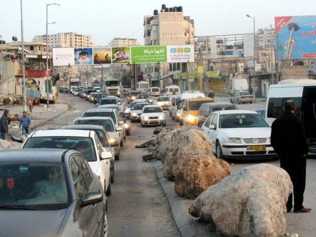 إغلاق حاجز قلنديا أمام الخارجين من القدس