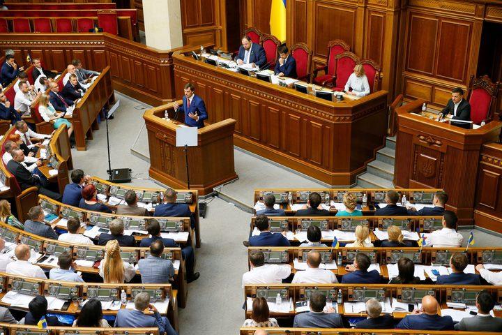 برلمان أوكرانيا يؤيد تجريد أعضائه من الحصانة