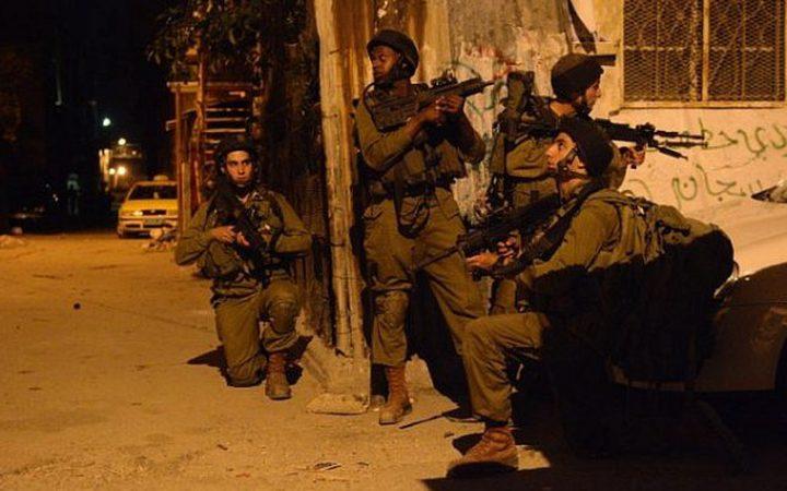 الاحتلال يعتقل مواطنين من العيسوية وسلوان بالقدس المحتلة