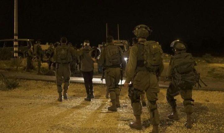 قوات الاحتلال تعتقل طفلاً في الخليل