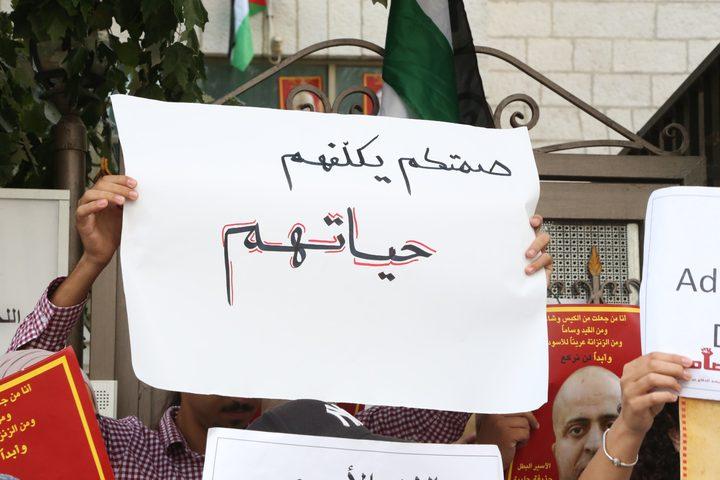 """إغلاق مقر الصليب الأحمر احتجاجًا على """"تقاعسه"""""""