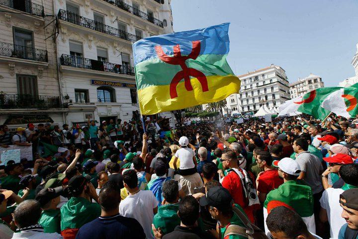 محكمة جزائرية ترفض الإفراج عن معتقلين رفعوا رايات أمازيغية