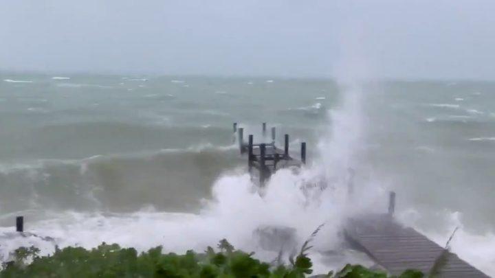 """آثار إعصار """"دوريان"""" المدمر في مطار باهاماس"""