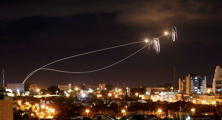 الاحتلال يزعم سقوط صاروخ في غلاف غزة