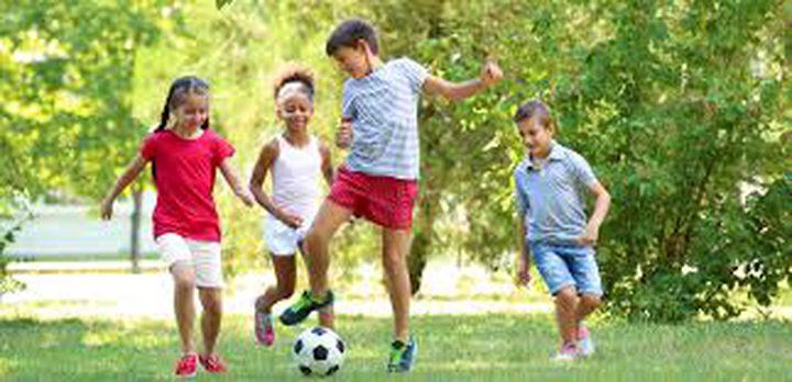 عدم السماح لأطفالكم للعب في التراب يصيبهم بهذا المرض