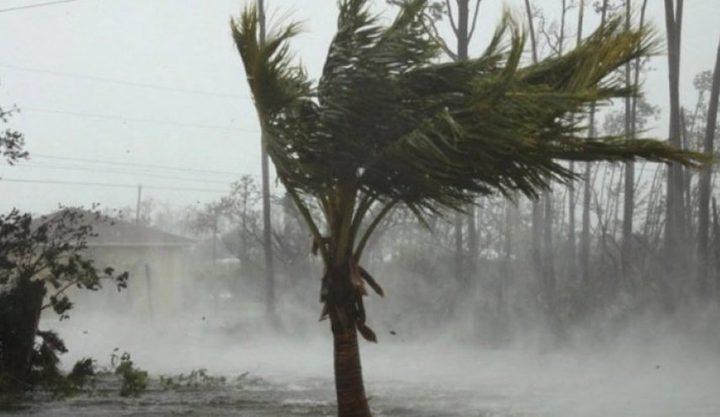 أمطار غزيرة يخلفها الاعصار دوريان تضرب الساحل الأمريكي