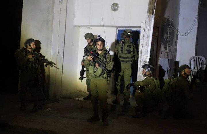 قوات الاحتلال تعتقل فتيان من الخليل والعيسوية
