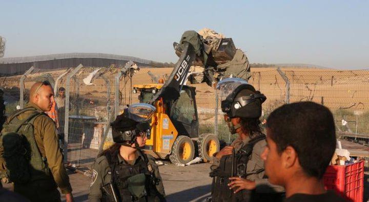 الاحتلال يعتقل مواطناً من الخليل ويستولي على مولد كهربائي