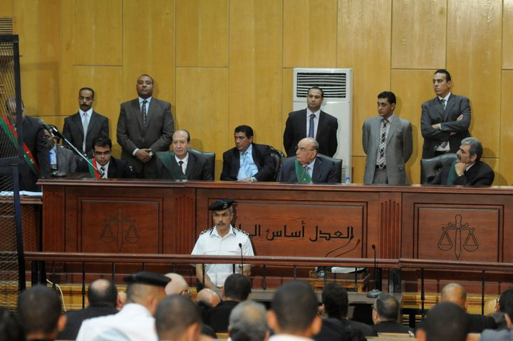 محكمة جنايات القاهرة تحكم على مرشد الاخوان و10 قياديين بالمؤبد