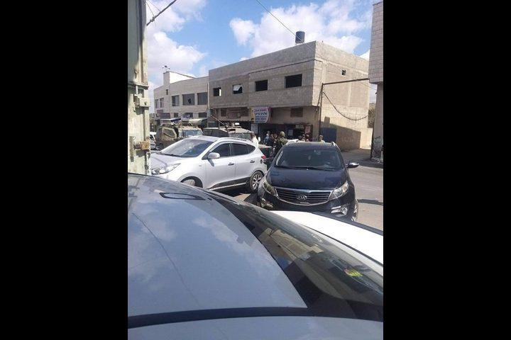 الاحتلال يغلق بلدة عزون شرقي قلقيلية