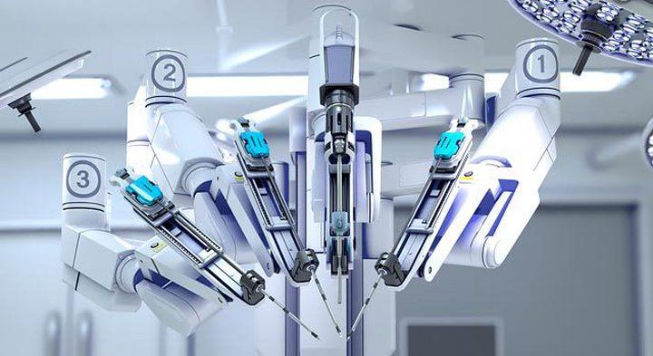 """للمرة الأولى.. نجاح أول عملية قلب بالروبوت """"عن بُعد"""""""