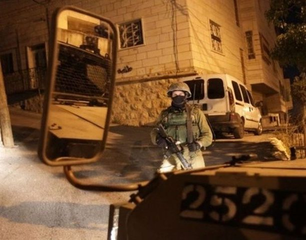 الاحتلال يختطف مواطنا من مكان عمله في بلدة العيزرية