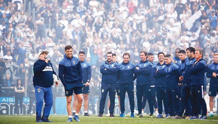 ترحيب حاشد بمارادونا قبل انطلاق الدوري الأرجنتيني
