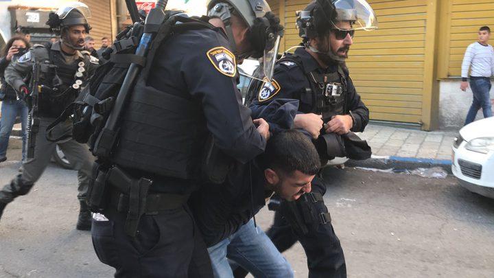 الاحتلال يعتقلشابين من العيسوية
