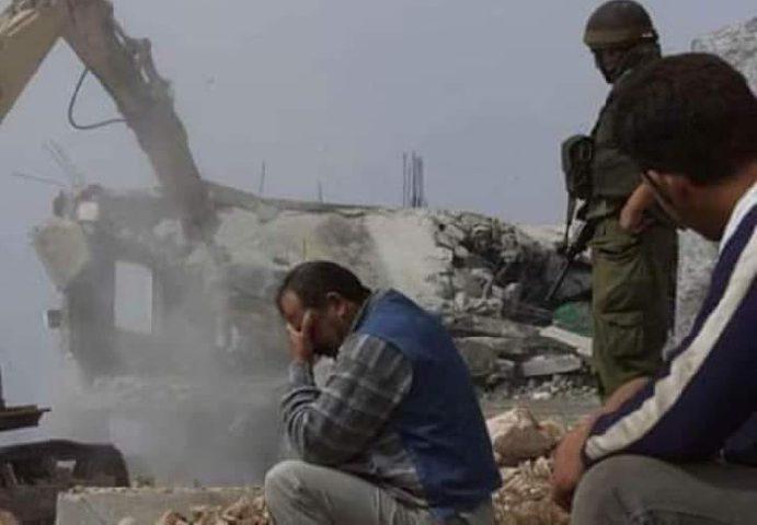 سلطات الاحتلال الإسرائيلية تهدم منزلا في اللد