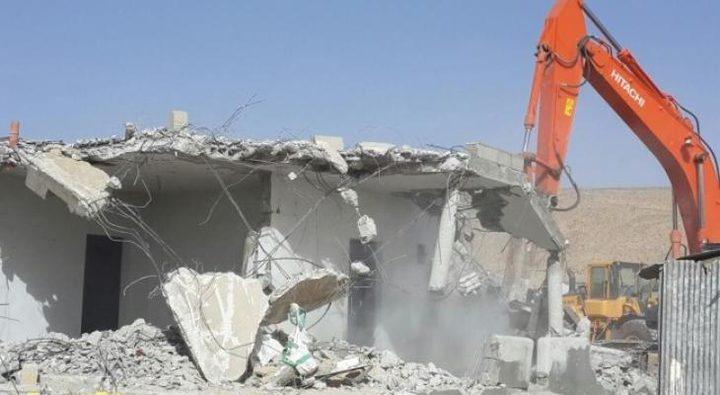 الاحتلال يهدم غرفة زراعية في بلدة ترقوميا غرب الخليل