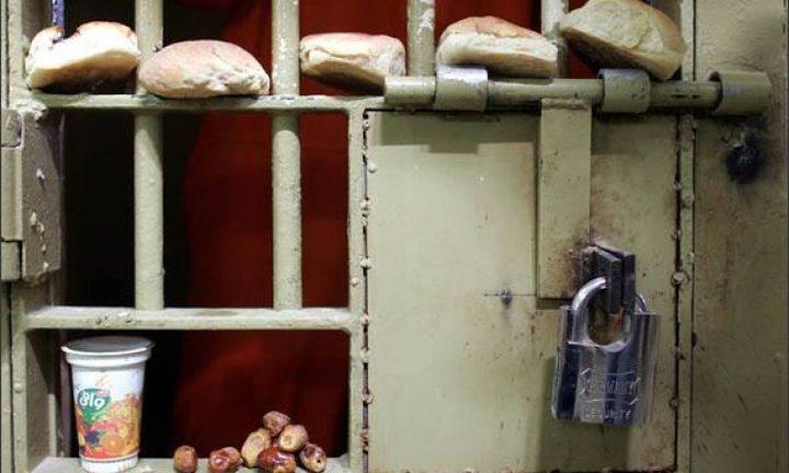 الأسرى يعيدون وجبات الطعام ويطالبون بتسليم جثمان الشهيد السايح