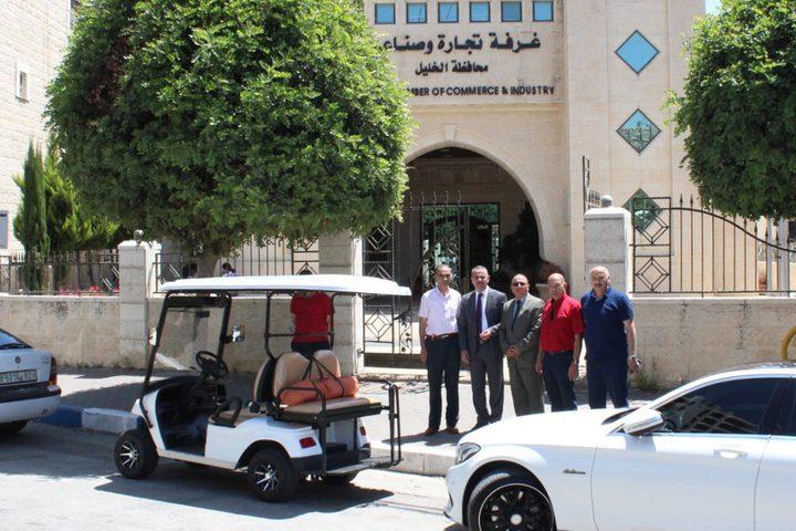 الإسلامي الفلسطيني يتبرع بسيارة لنقل المرضى والمسنين في الخليل