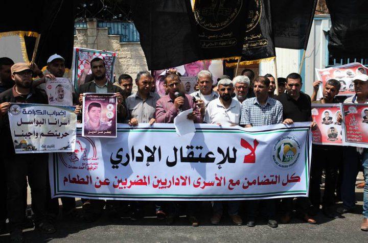 محافظة الخليل تنظم وقفة إسنادا للأسرى المرضى في سجون الاحتلال