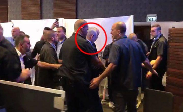 سخرية إسرائيلية على نتنياهو بعد هروبه من صواريخ غزة