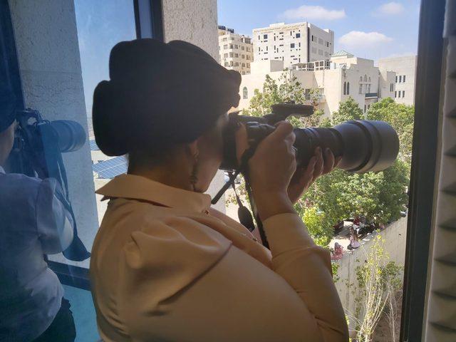 """"""" حنان سعادة """"  مصورة طيور فلسطينية .. ترصد وتصور وتوثق"""