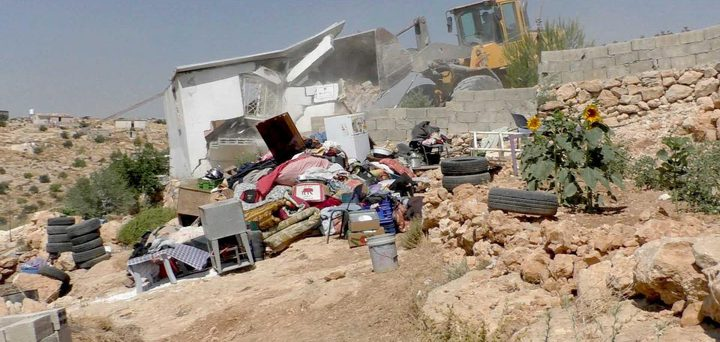 الاحتلال يهدم خياما وغرفا سكنية في مسافر يطا