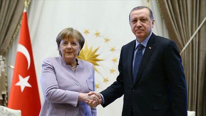 أردوغان وميركل يبحثان ملف المهاجرين واللاجئين