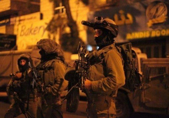 اعتقال 11 مواطنًا والاحتلال يزعم العثور على أسلحة بالضفة