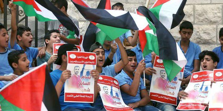 """إضراب عن الطعام أمام """"الصليب الأحمر"""" تضامنا مع الأسرى"""