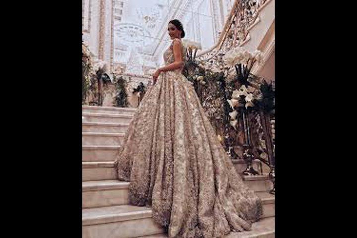 العثور على فستان الزفاف المثالي