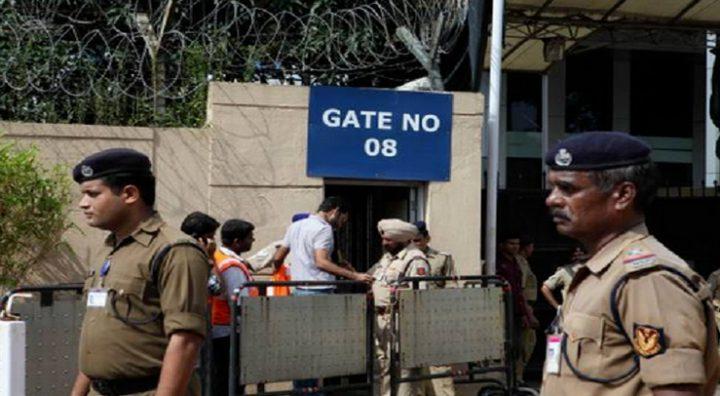 القبض على هندي يتنكر في هيئة عجوز  ليتمكن من السفر لأمريكا
