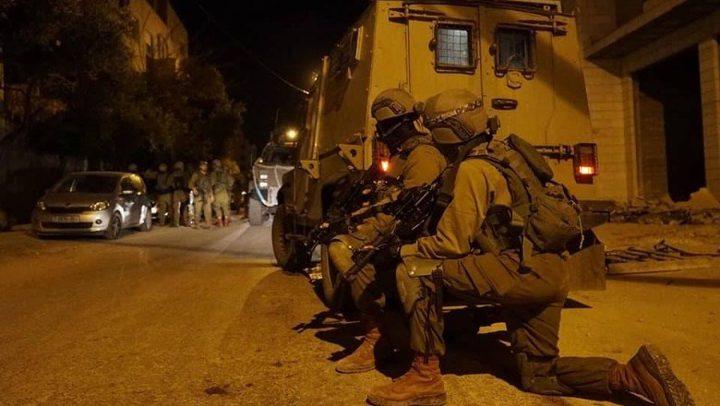 الاحتلال يداهم مسجداً في العيساوية ويصيب ثلاثة مصلين