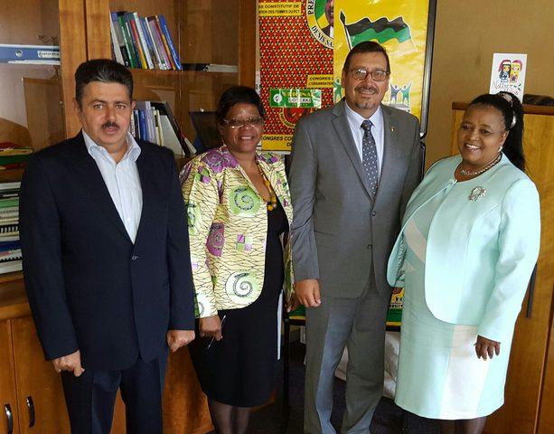 الدجاني يطلع وزير داخلية جنوب افريقيا على التطورات الفلسطينية