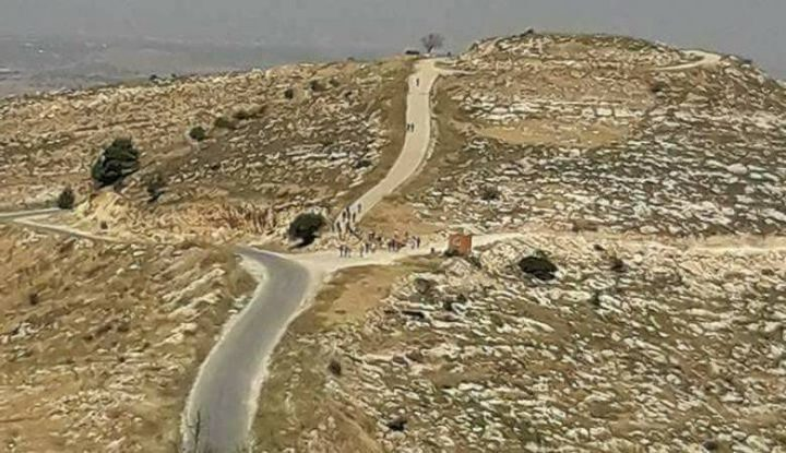 مستوطنون يقتحمون جبل طاروسا بحماية قوات الاحتلال