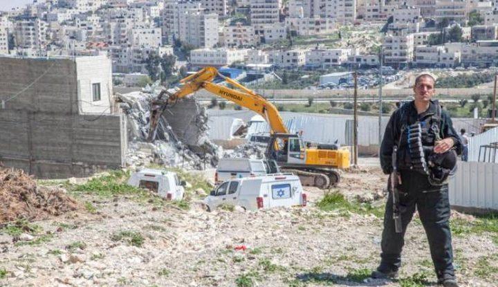 الاحتلال يحطم بركسًا شمال طولكرم