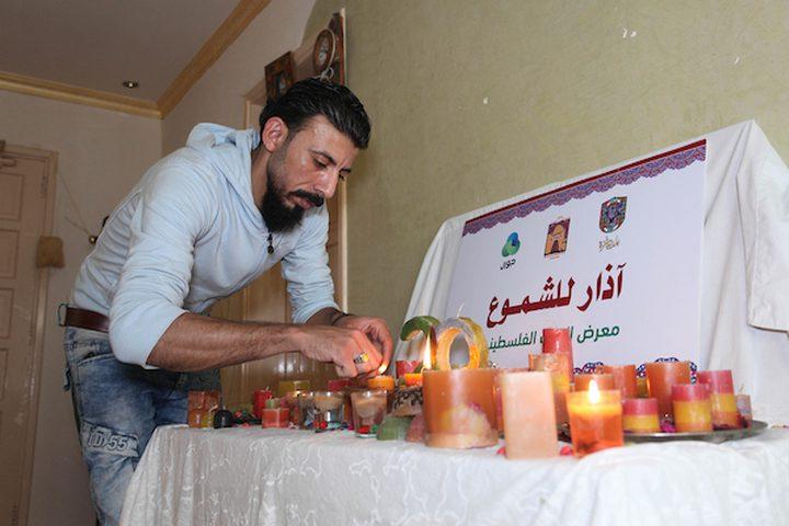 شاب من غزة يضيء عتمة المتشائمين بشموعه الجميلة