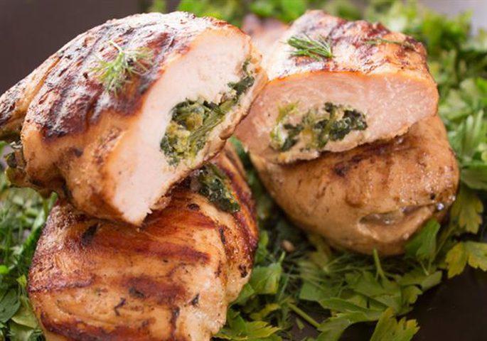 تحضير الدجاج بالسبانخ والجبن