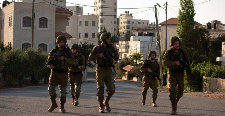 قوات الاحتلال تداهم سكنين للطلبة في بيرزيت